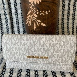 Michael Kors Jet Travel Carryall Trifold Wallet